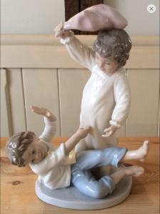 Lladro-Pillow-Fight-front